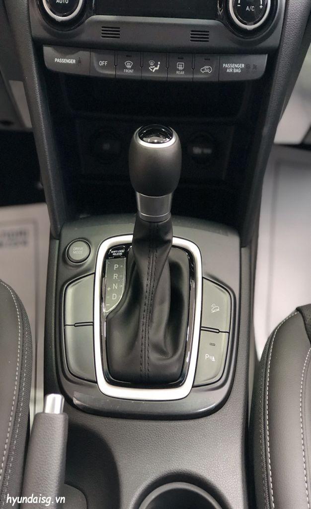 Hình Ảnh Hình Ảnh Xe Hyundai Kona Màu Đen 33