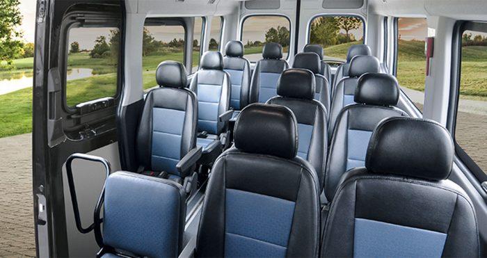 Hình Ảnh Nội thất của Hyundai Solati có hiện đại hơn Ford Transit 1