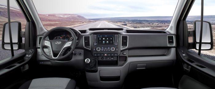 Hình Ảnh Nội thất của Hyundai Solati có hiện đại hơn Ford Transit 2