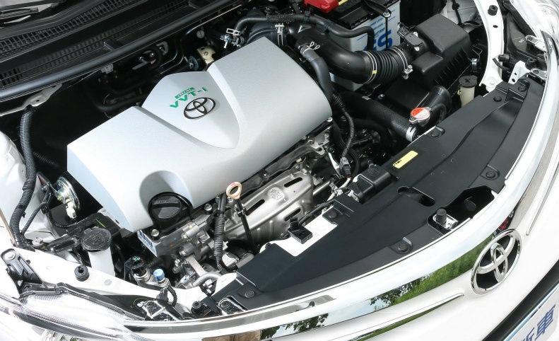 Hình Ảnh So sánh vận hành Hyundai Accent và Toyota Vios 8